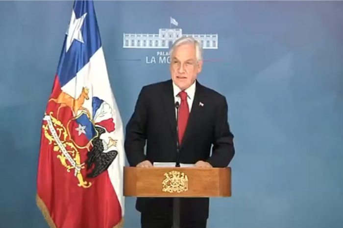 Piñera declara Estado de Emergencia en medio de protestas que inundan Santiago