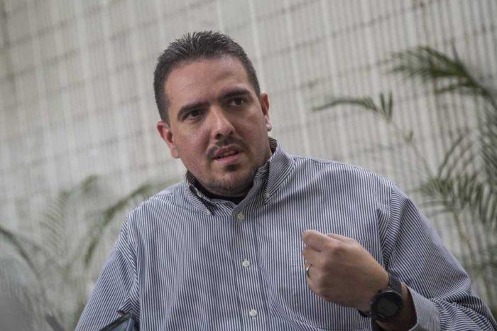 Stalin González: La mesita es la negociación que el régimen quería