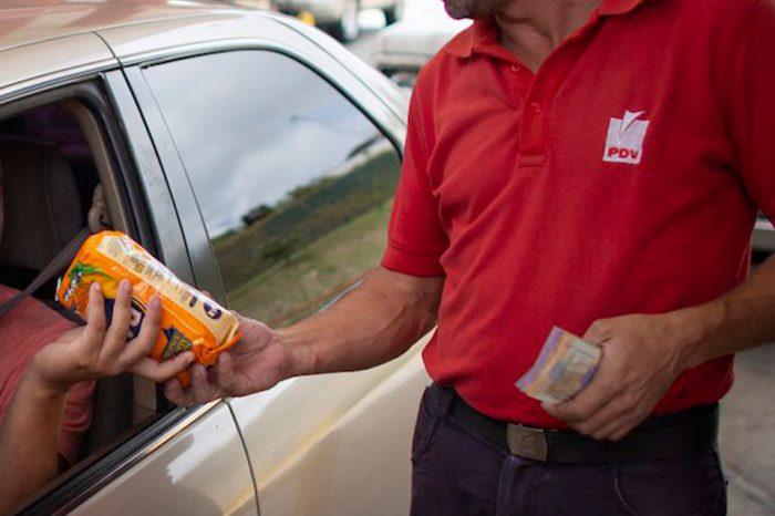 Comida a cambio de gasolina: La opción a falta de efectivo