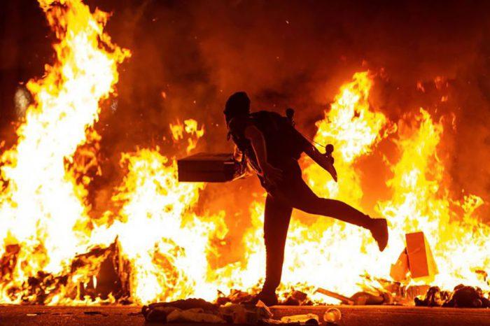 Pedro Sánchez convocó a la oposición para analizar las escenas de guerrilla urbana registradas en la ciudad de Barcelona tras la condena a los líderes independentistas catalanes