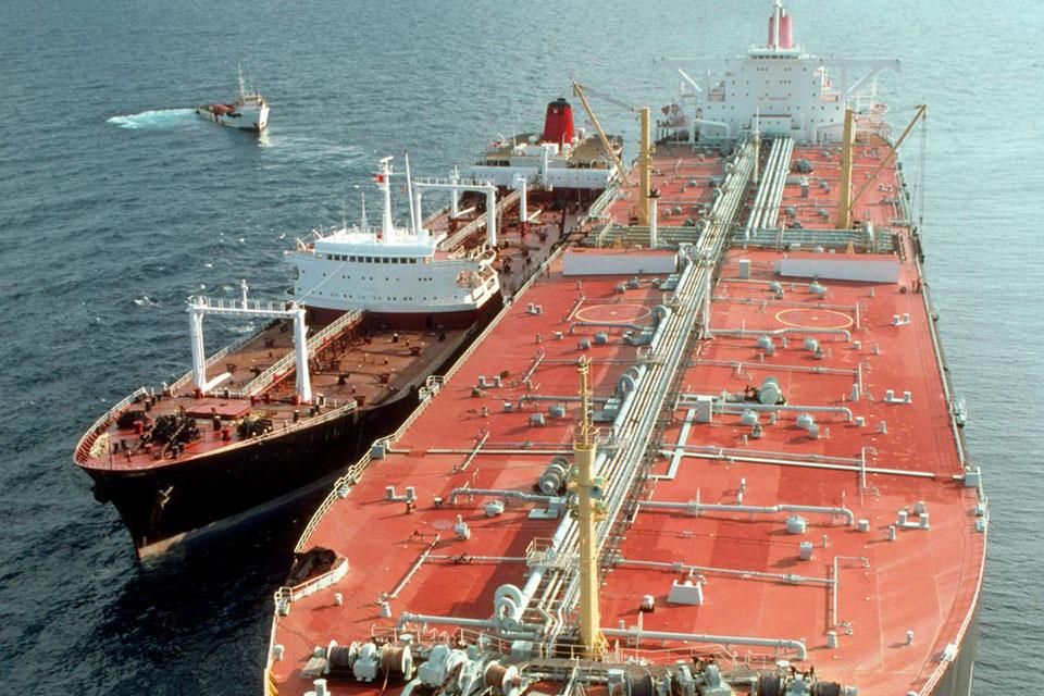 China lucha por reemplazar barriles. Las importaciones chinas de traslados de barco a barco aumentaron en septiembre. Según expertos, es muy probable que este crudo sea Venezolano petróleo