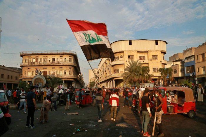 Primer ministro iraquí anuncia su dimisión tras varios meses de protesta