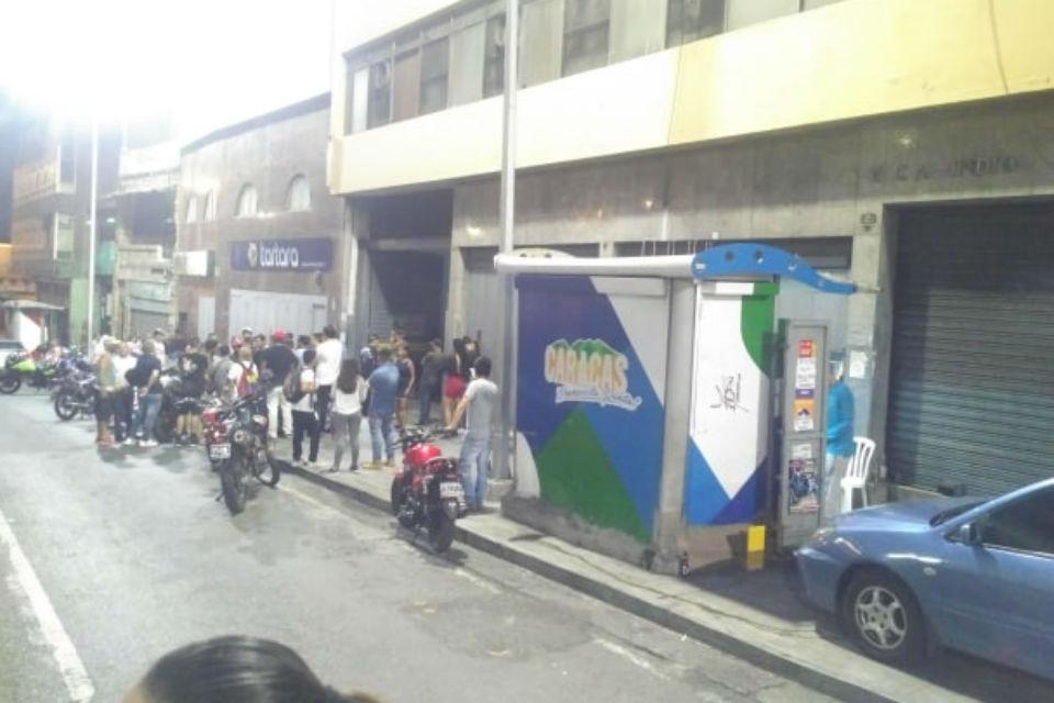 Protesta logra que PNB desaloje a presuntos colectivos de edificio en avenida Urdaneta