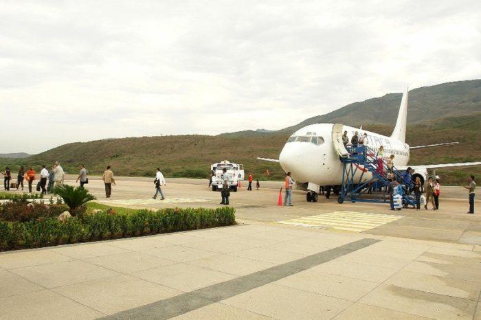 Suspenden reanudación de vuelos comerciales en aeropuerto de San Antonio