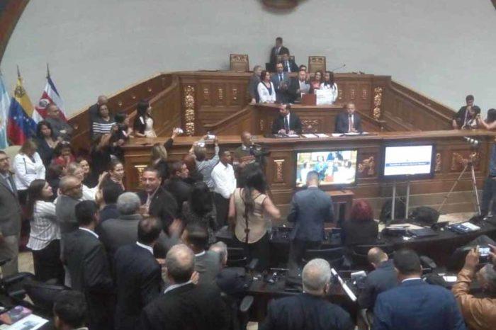 Los gritos del PSUV le ganaron al debate con parlamentarios extranjeros