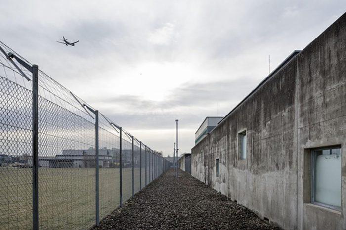 Suiza encarcela a niños migrantes a pesar de las críticas