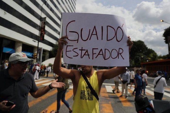 """Algunos opositores no quieren más """"engaños"""" de Guaidó"""