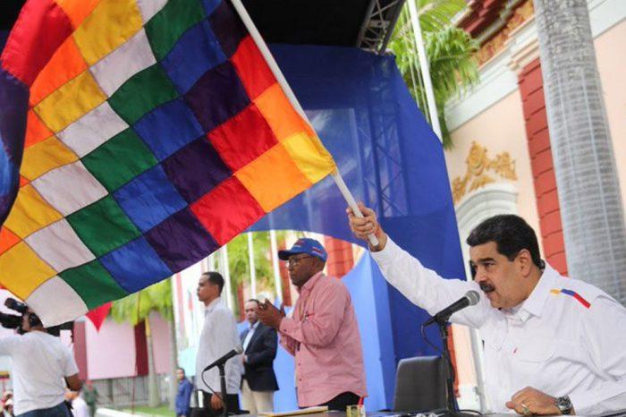 """Maduro advierte que renuncia de Morales podría """"conducir a una guerra civil"""""""