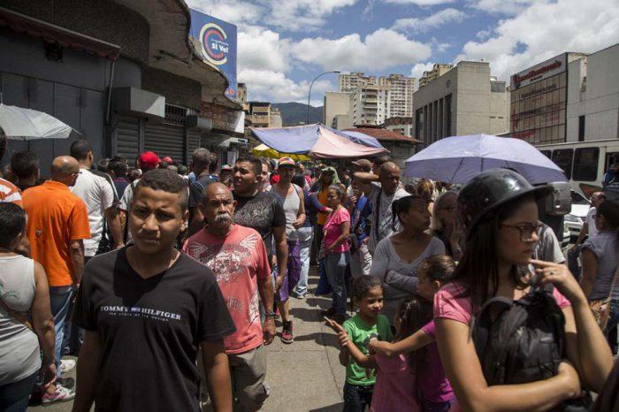 56% de los venezolanos participaría en parlamentarias con nuevo CNE, dice Consultores 21