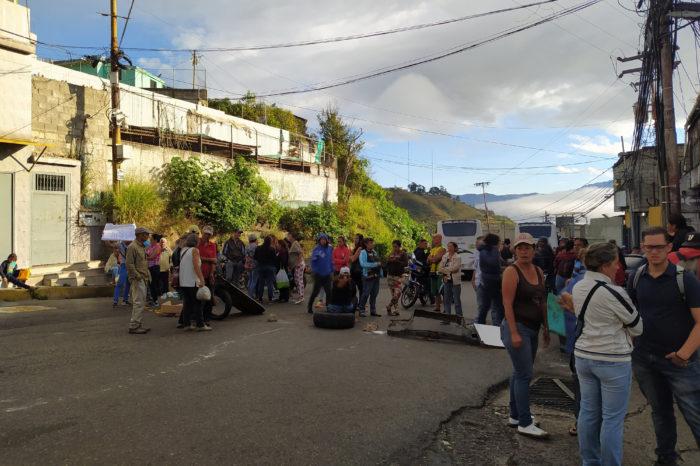 En el barrio José Antonio Páez le exigen a Hidrocapital agua tras seis meses de sequía
