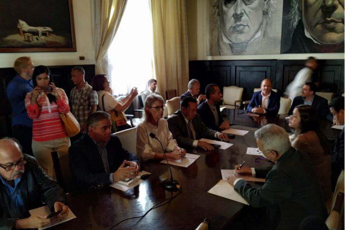 """Diputados consideran que renuncia de Jiménez demuestra """"lo endeble"""" de las elecciones"""