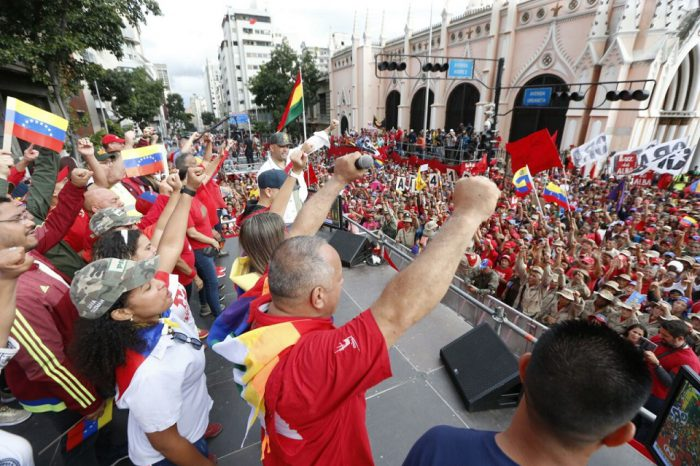 "Maduro marchó ""telefónicamente"" junto al chavismo"