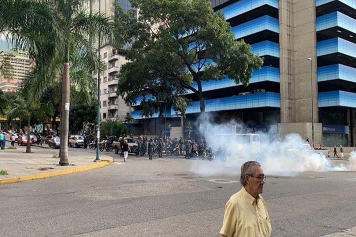 Arranca la marcha de la oposición y PNB responde con lacrimógenas
