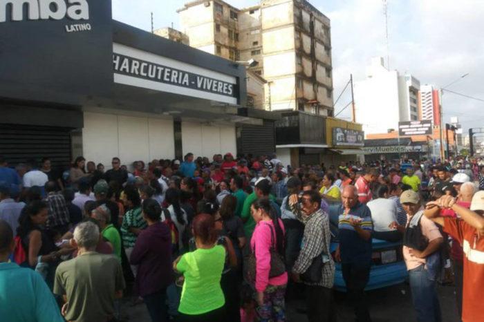 Continúa la odisea de los venezolanos para pagar sus compras con petros