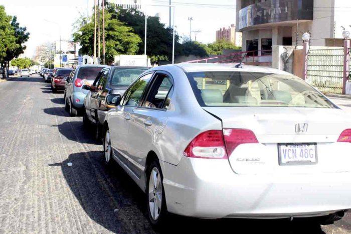 """""""Un fracaso"""" plan de distribución de gasolina por número de placa en Zulia"""