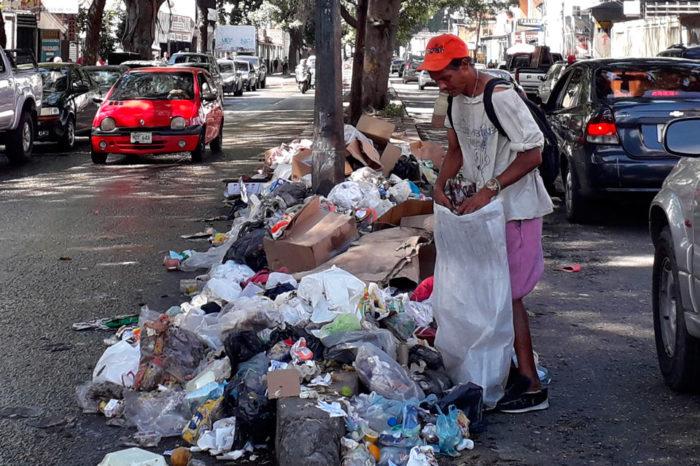 La avenida Roosevelt se convirtió en el botadero de basura de las zonas adyacentes