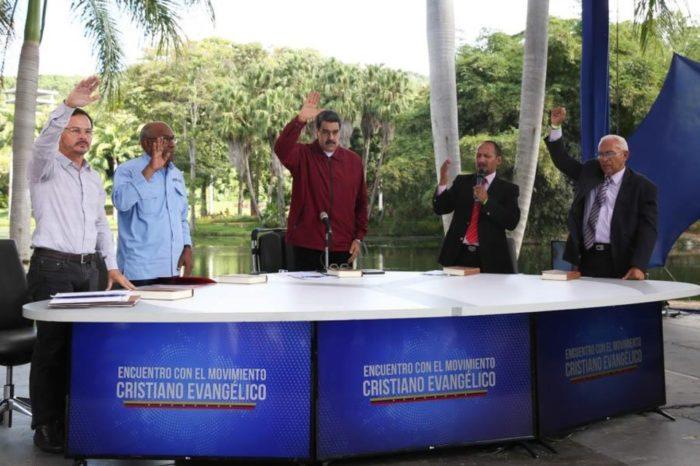 """Maduro busca """"expiar sus culpas"""" con la creación de una universidad evangélica"""