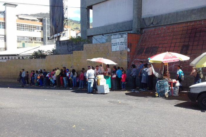 Comunidades de la carretera Caracas-La Guaira padecen por falta de transporte y agua