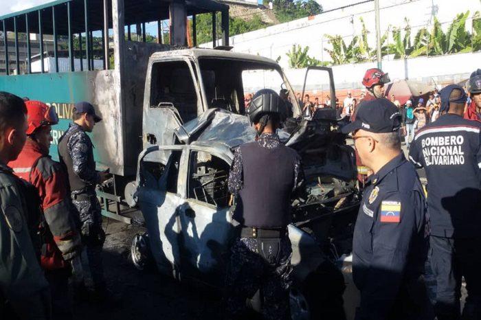 Un muerto y dos heridos tras colisión entre camión de la GN y vehículo particular