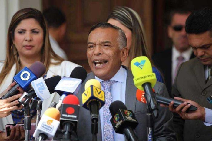 """Barrientos aseguró que escándalo de corrupción es una """"componenda"""" para dividir la AN"""