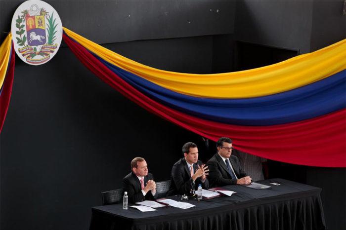 Guaidó se disculpa por no haber salido del régimen en 2019 y advierte acciones futuras