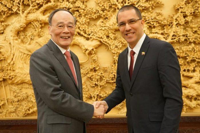 China llamó a Arreaza para hablar de soluciones para Venezuela y los acuerdos bilaterales