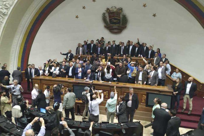 Diputados ratifican su reconocimiento a Juan Guaidó como presidente de la AN