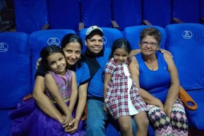 Con butacas de buses abandonados crearon una sala de cine en Colón, Táchira