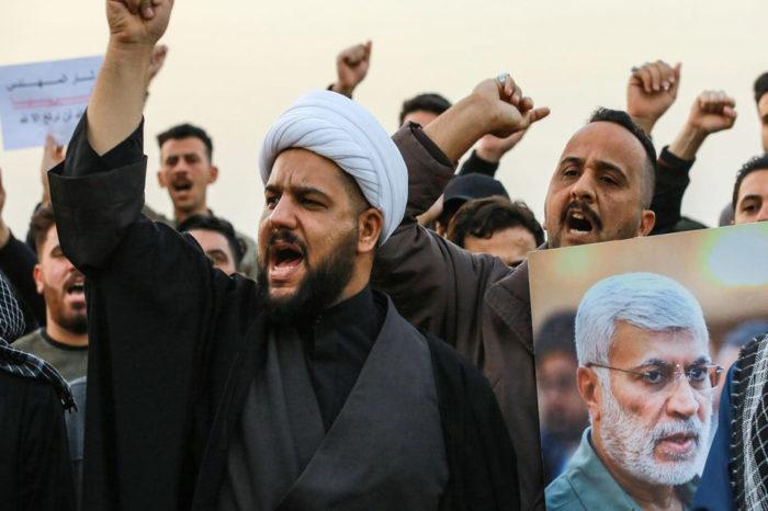"""Derribo """"por error"""" de un avión ucraniano enciende protestas en Irán"""