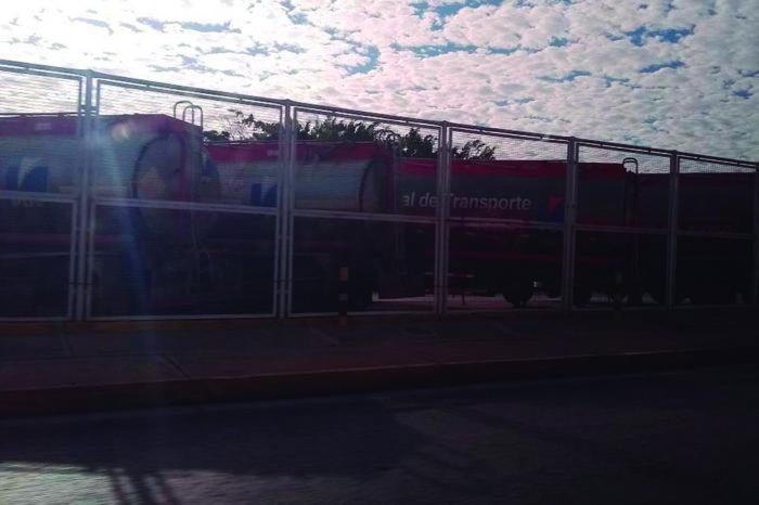Trabajadores del llenadero de combustible de Guaraguao se declaran en protesta permanente