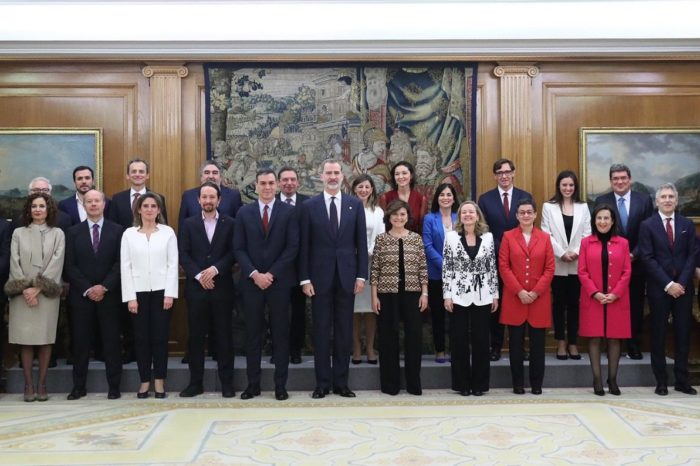 Ministros del nuevo gobierno español juraron sus cargos ante Felipe VI
