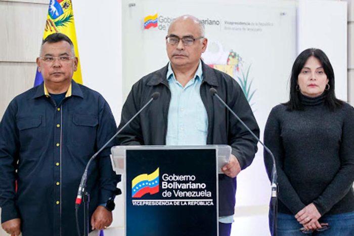 Ministro de Salud, Carlos Alvarado, reveló haber dado positivo al covid-19