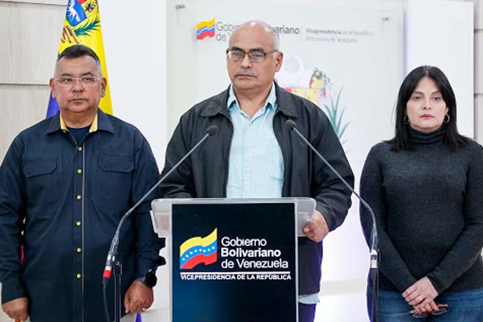 Carlos Alvarado | Ministro de Salud