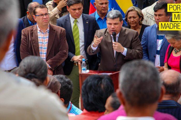 """Luis Parra chantajea con """"buen sueldo"""" a trabajadores de la Asamblea Nacional"""