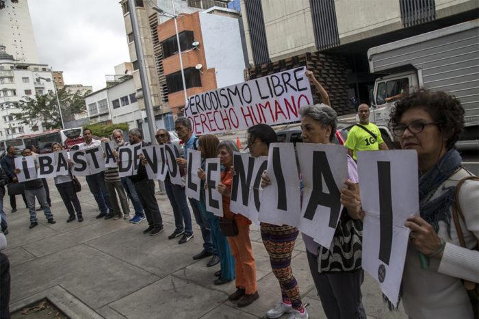 Exigen al MP investigar agresiones a periodistas en aeropuerto Simón Bolívar