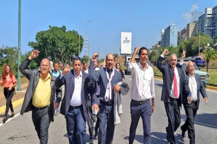 A los trabajadores de Conviasa los mandaron a impedir llegada de diputados a Maiquetía