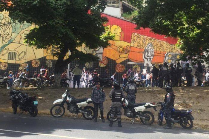 """Universitarios """"madrugan"""" el #12Feb para protestar por elecciones """"ilegales"""" de la UCV"""