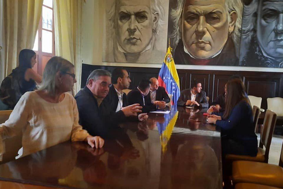 """""""Por fraudulento"""" rechazan elección del comité de postulaciones para designar nuevo CNE"""