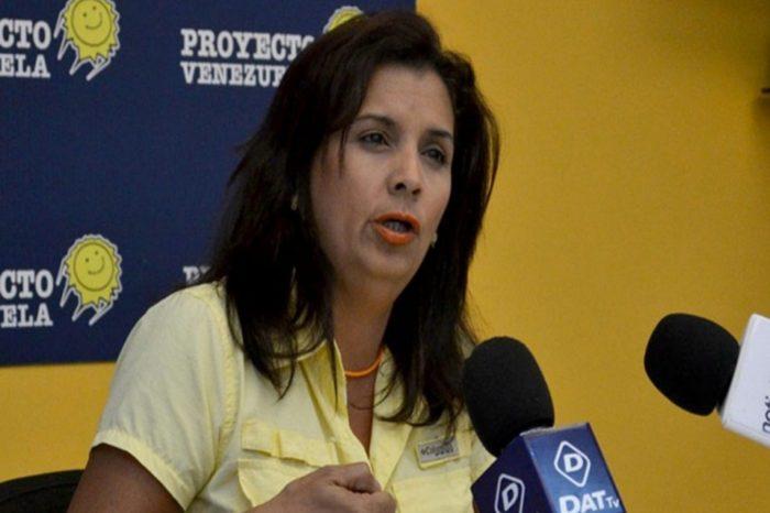 Liberan a diputada Deyalitza Aray luego de horas detenida por esbirros del régimen
