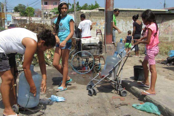 En la zona metropolitana de Anzoátegui se surten de agua de tomas de las vías públicas