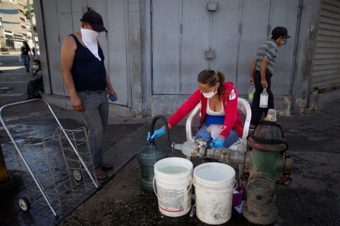 64% de los hogares venezolanos no tiene agua suficiente para hacerle frente al covid-19