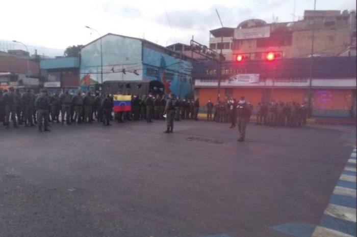 Radicalizan la cuarentena: Catia y Petare amanecieron militarizados este #24Mar