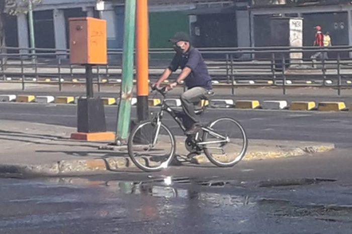 """El uso de la bicicleta """"revive"""" en Lara tras la falta de gasolina en el país"""