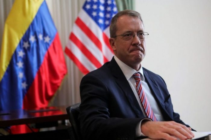 """Encargado de Negocios de EEUU para Venezuela pide a Jorge Arreza """"tener calma y sentarse"""""""