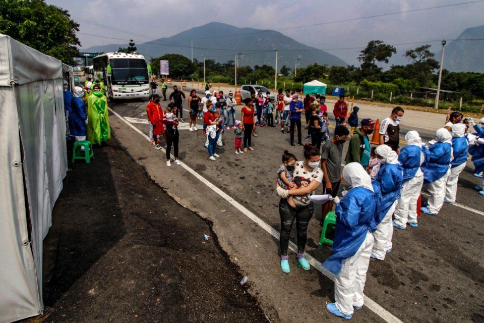 Venezolanos siguen regresando desde Colombia por el coronavirus