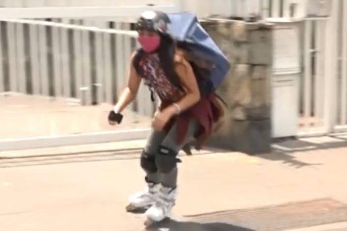 """""""Si es para repartir medicinas, yo puedo"""": patinadora hace 'delivery' en Caracas"""
