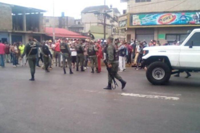 Ola de protestas por falta de comida y gasolina deja al menos un muerto
