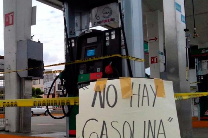 Alcalde chavista ofrece a productores un litro de gasolina por tres de leche