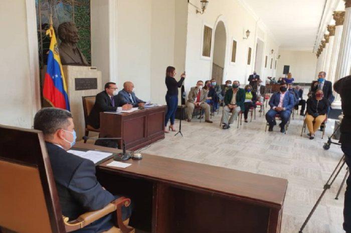 Cierre de Directv sale a relucir en debate sobre sanciones de la reunión de Luis Parra