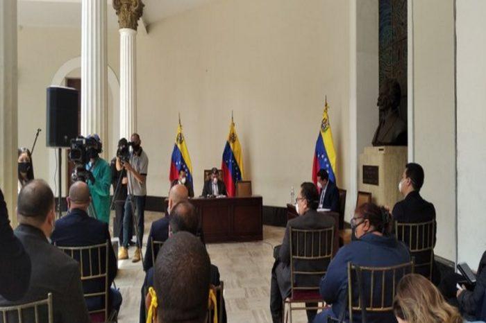 Comisión consultiva de Parra insiste en que sanciones agudizan crisis de servicios